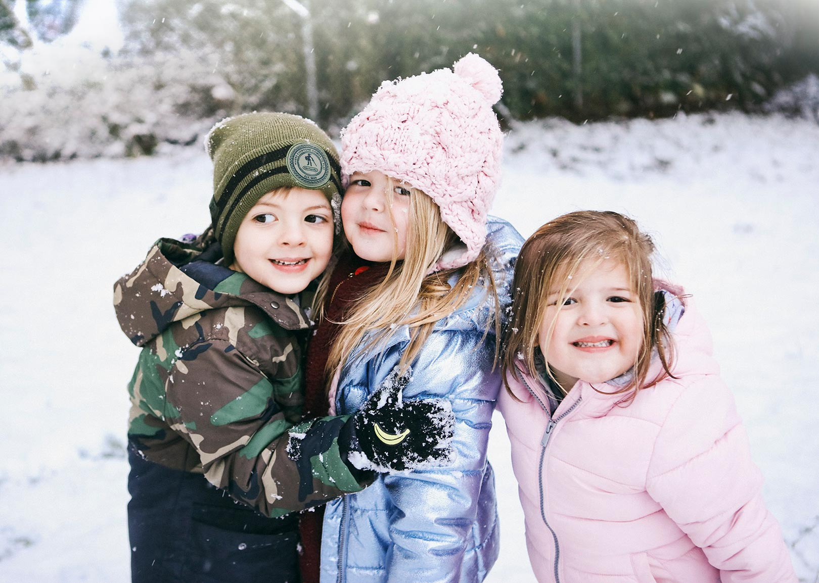 lifestyle-cousins-snow